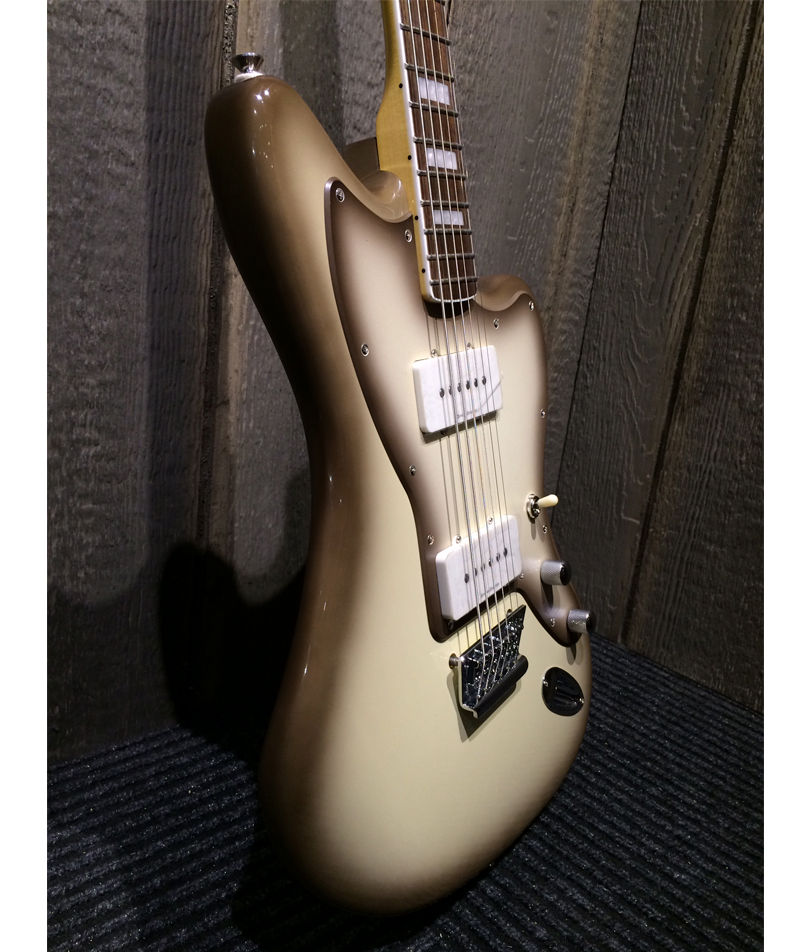 Squier-Vintage-Modified-Baritone-Jazzmaster-l-side